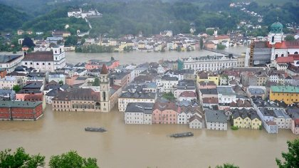 605673-flooded-historic-city-center-in-passau