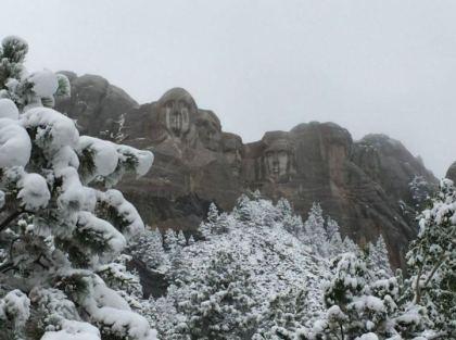 mt-rushmore-snow