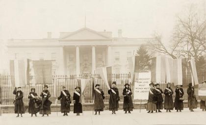 news_womensmarch1917