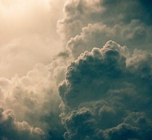 f1691bd60d765e1b8160e5afab71ae81--storm-clouds-thunder-clouds