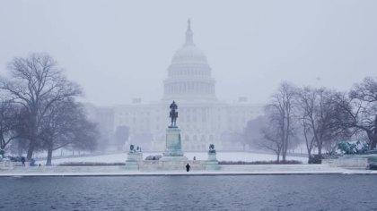 scenic-capitol-building-snow-fall_-jxwyub7b__m0000