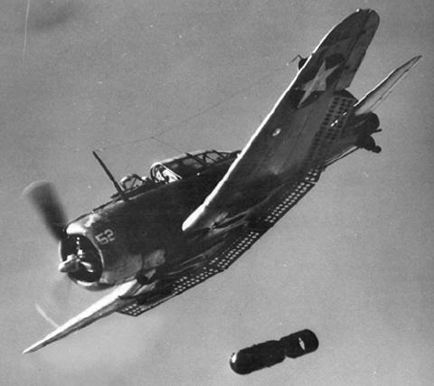 Douglas_SBD_Dauntless_dropping_a_bomb,_circa_in_1942